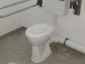 WC-Schüssel mit Stützklappgriff